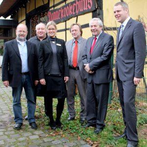 Übergabe des Bewilligungsbescheids über 600.000 Euro durch den NRW-Staatssekretär Prof. Klaus Schäfer