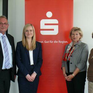 Im Bild: Udo Schiefner, Dana Terhaag, Dr. Birgit Roos und Sabine Haberland-Hoffmann