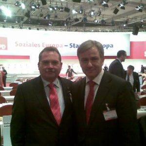 Schiefner trifft den regierenden Berliner Bürgermeister Klaus Wowereit auf der Europadelegiertenkonferenz 2008